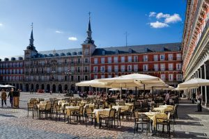 eat with groups in Madrid
